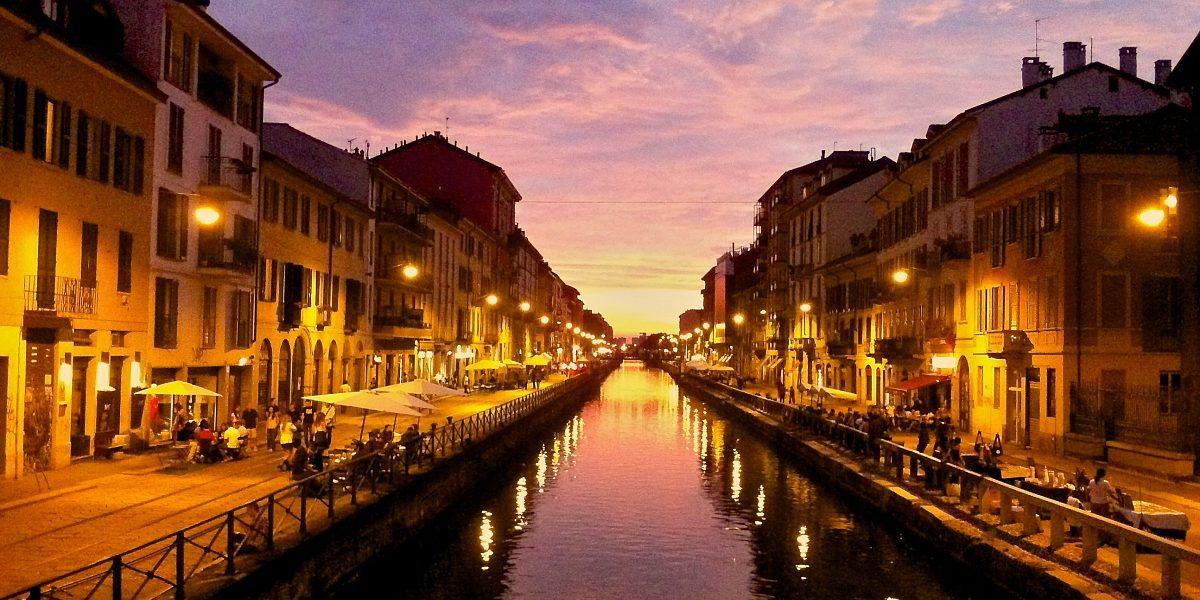 Il tramonto in barca sui navigli di milano con viaggi di for Il naviglio grande ristorante