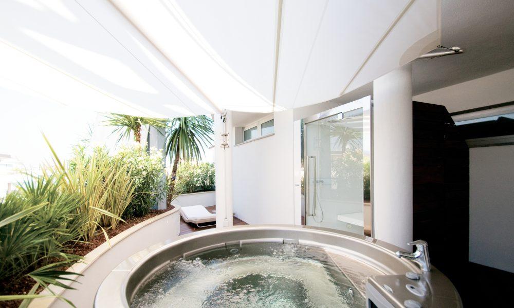 Premier suites minimal design a milano marittima viaggi for Minimal architettura